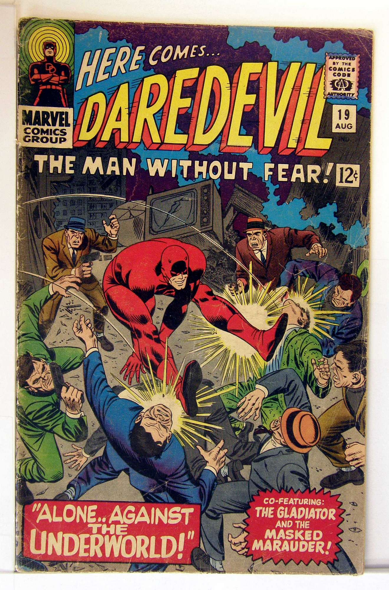 Cover of Daredevil (Vol 1) #19. One of 250,000 Vintage American Comics on sale from Krypton!
