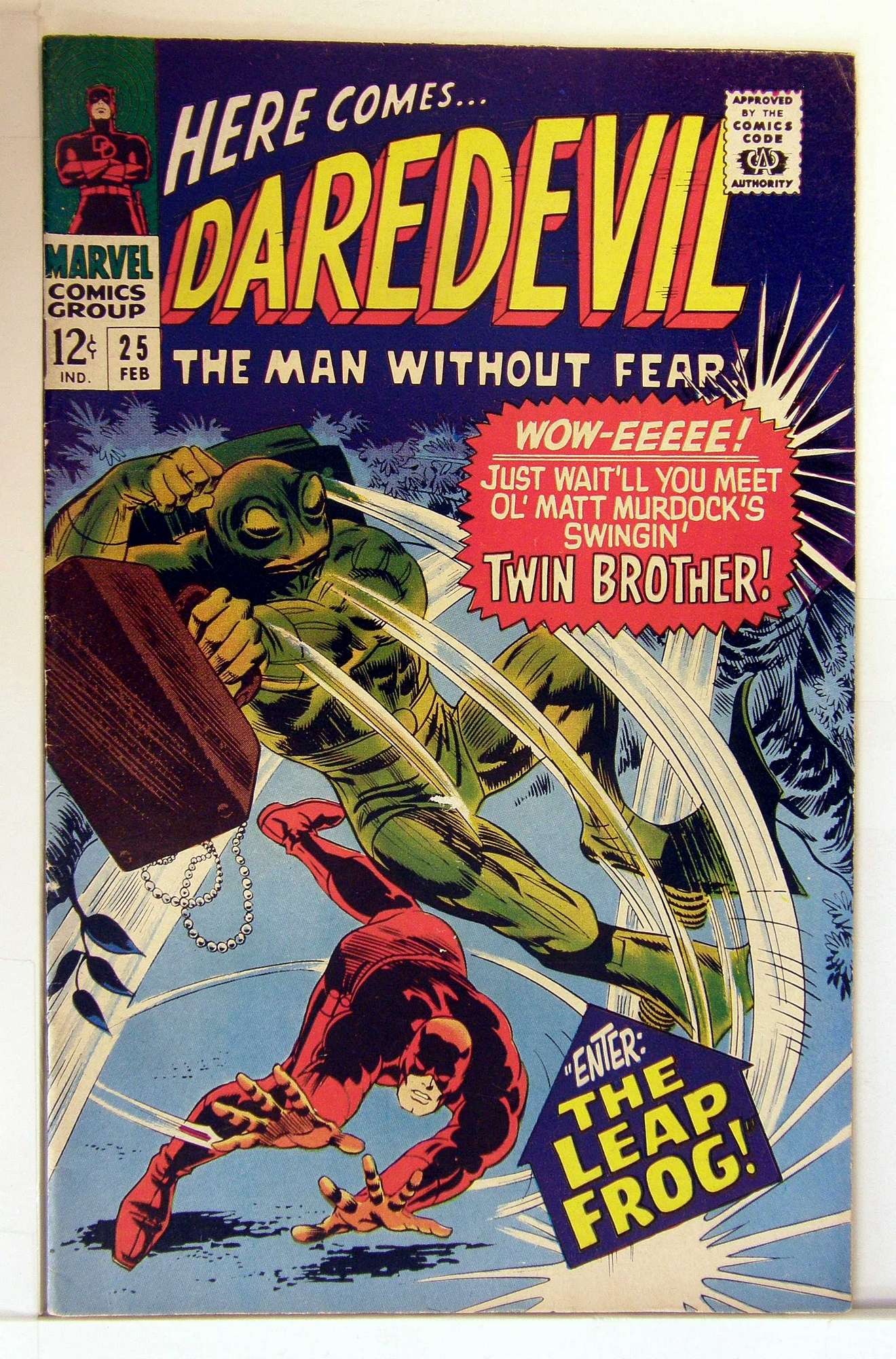 Cover of Daredevil (Vol 1) #25. One of 250,000 Vintage American Comics on sale from Krypton!